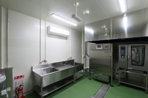 33 燻製室2